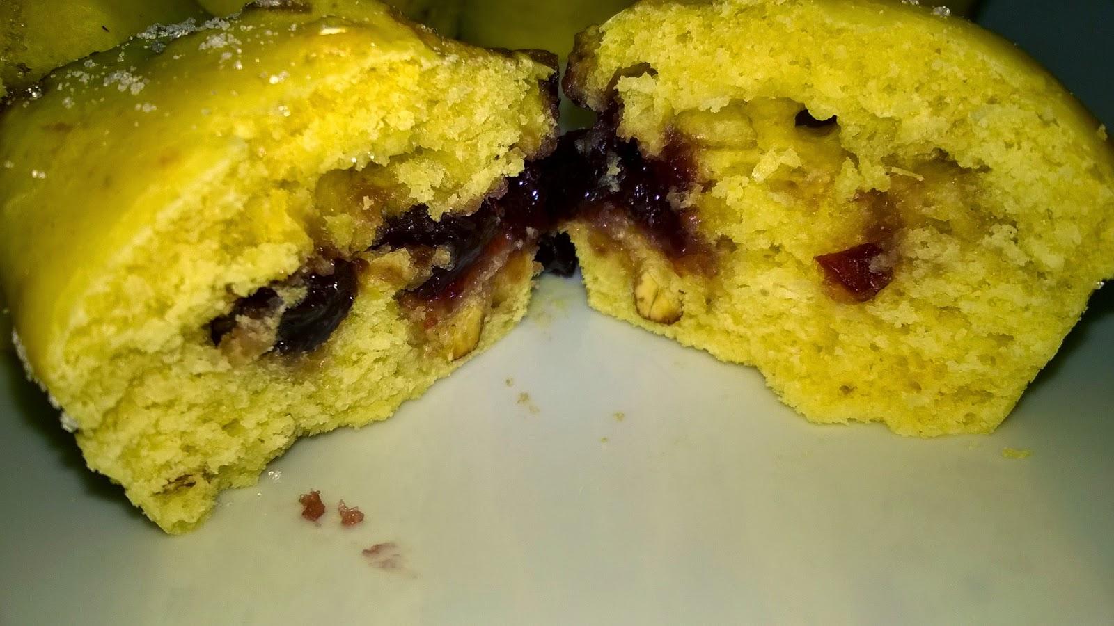 Muffins à la confiture de cerises et à l'amande