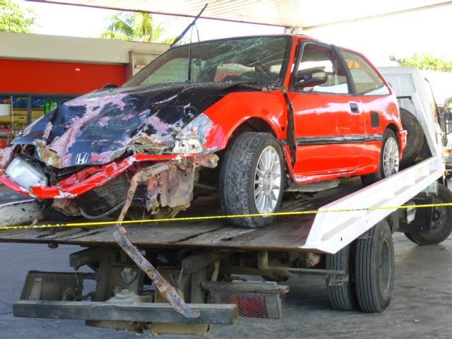 Vehículo choca en estación de expendió de combustible Shell la Macorisana