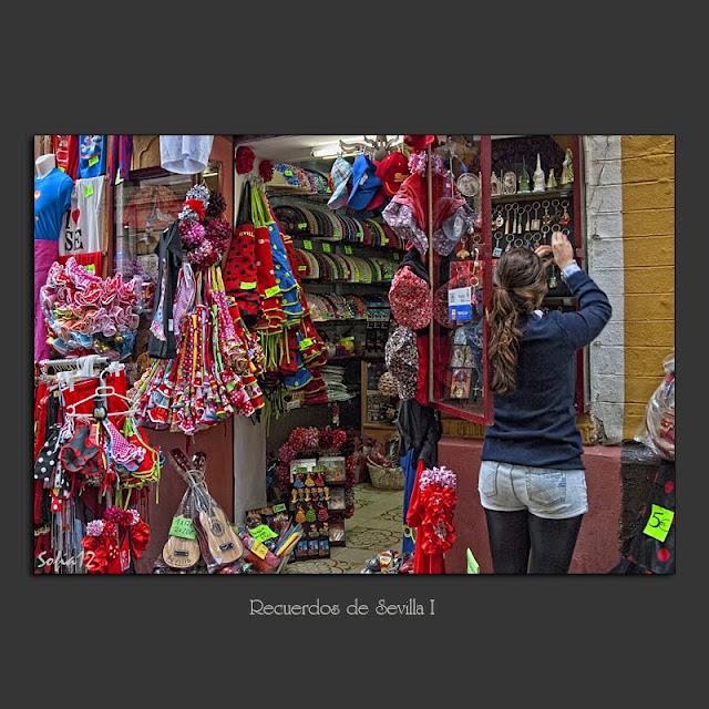 Tienda de souvenirs barrio de Santa Cruz