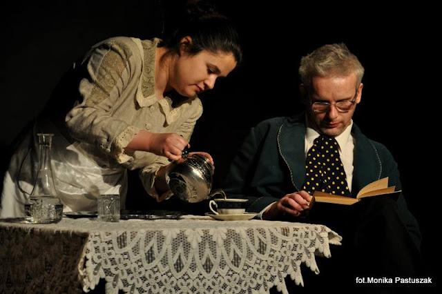 """scena ze spektaklu Teatru O.N """"Czechow. Opowiadania"""""""