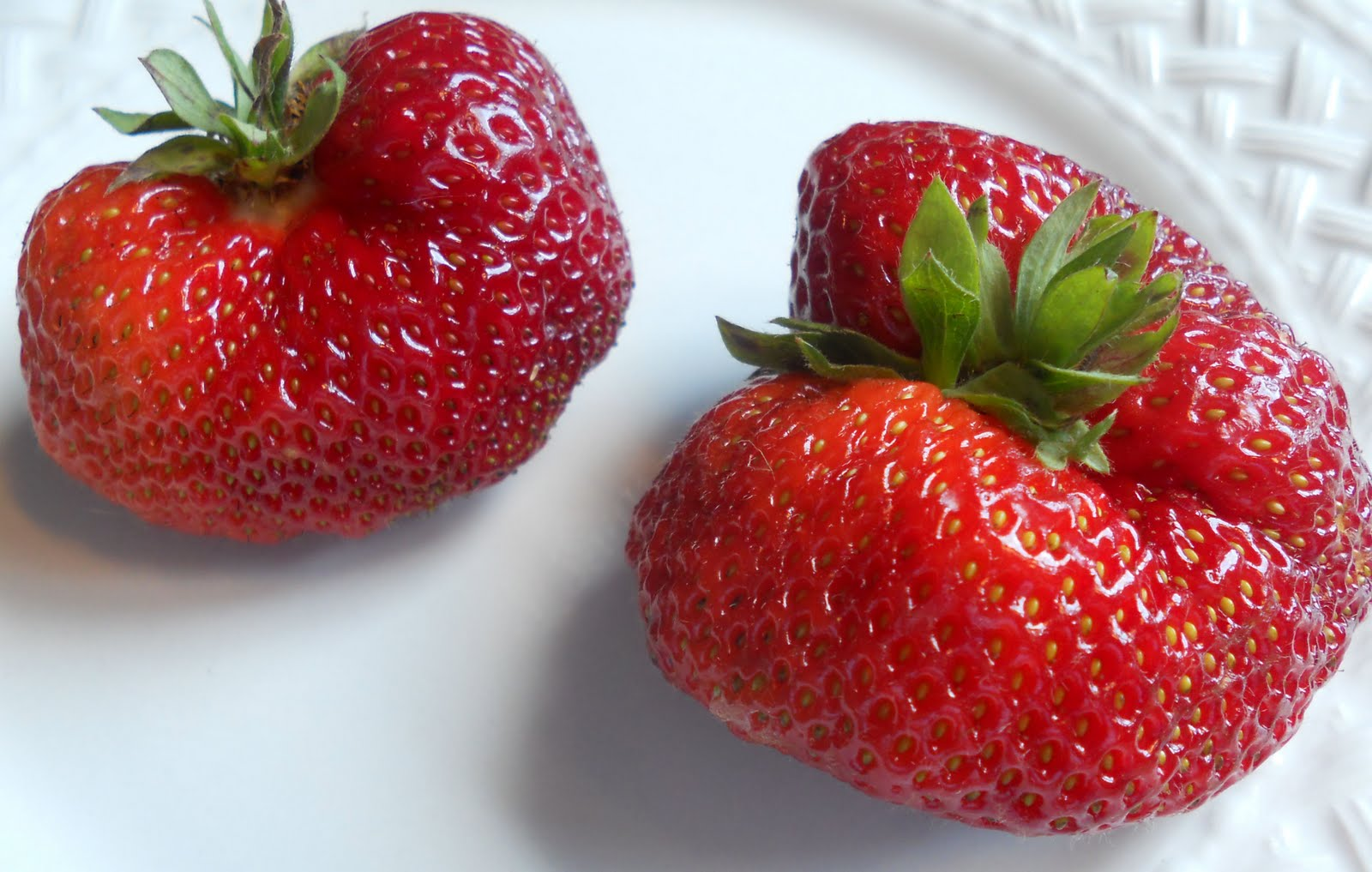 how to cut strawberries into shapes