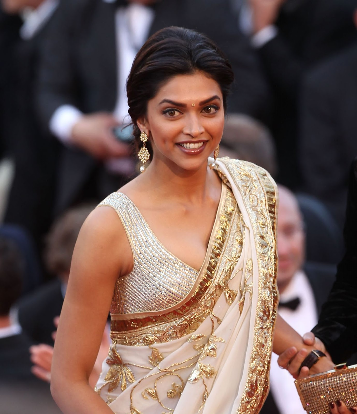 High Quality Bollywood Celebrity Pictures: Deepika Padukone Looks Hot ...