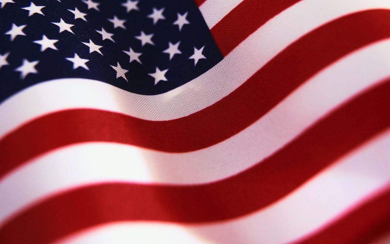 http://2.bp.blogspot.com/-sj-0i2L0Xns/T9m9yw4jNyI/AAAAAAAAAOM/Fsdn6ERHmTQ/s1600/american-flag-wallpaper.jpg