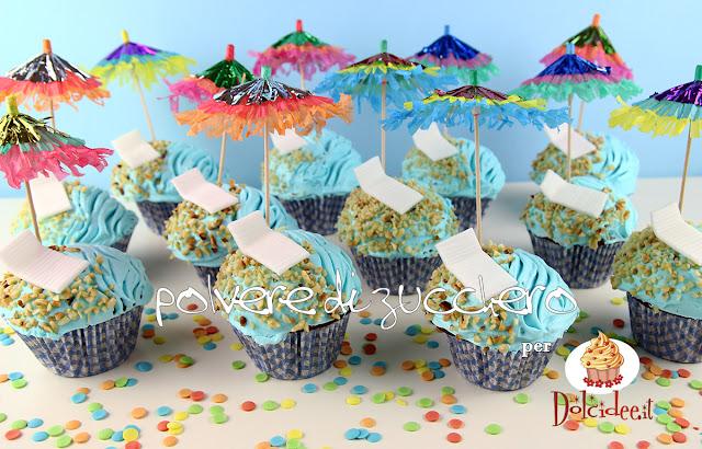 tutorial per dolcidee.it: cupcakes estivi con mare, sabbia, lettini e ombrelloni