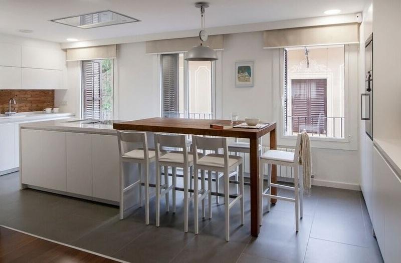 Mesas pequeas cocina great mesa auxiliar de arrime de for Cocinas estrechas con mesa