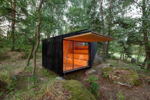 Casa de Madera en la Naturaleza / Uhlik