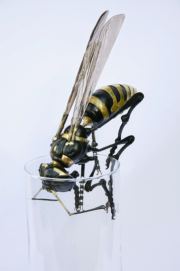 12-Wasp-2-Edouard-Martinet-Recycled-Sculpture-Wildlife-www-designstack-co