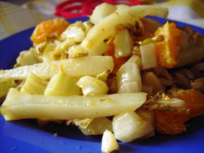 Patata y hojas de coliflor asadas a la mandarina