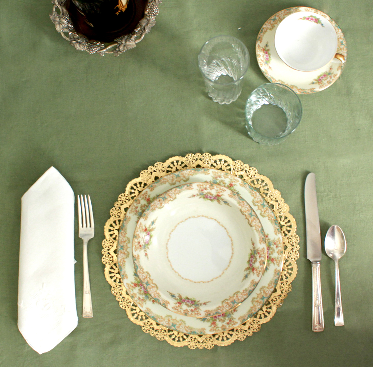Doily chargers or placemats & Laurl Designs: Doily chargers or placemats