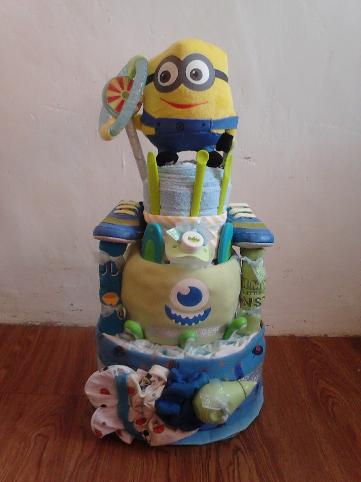 shower on pinterest minions minion baby shower and diaper cakes