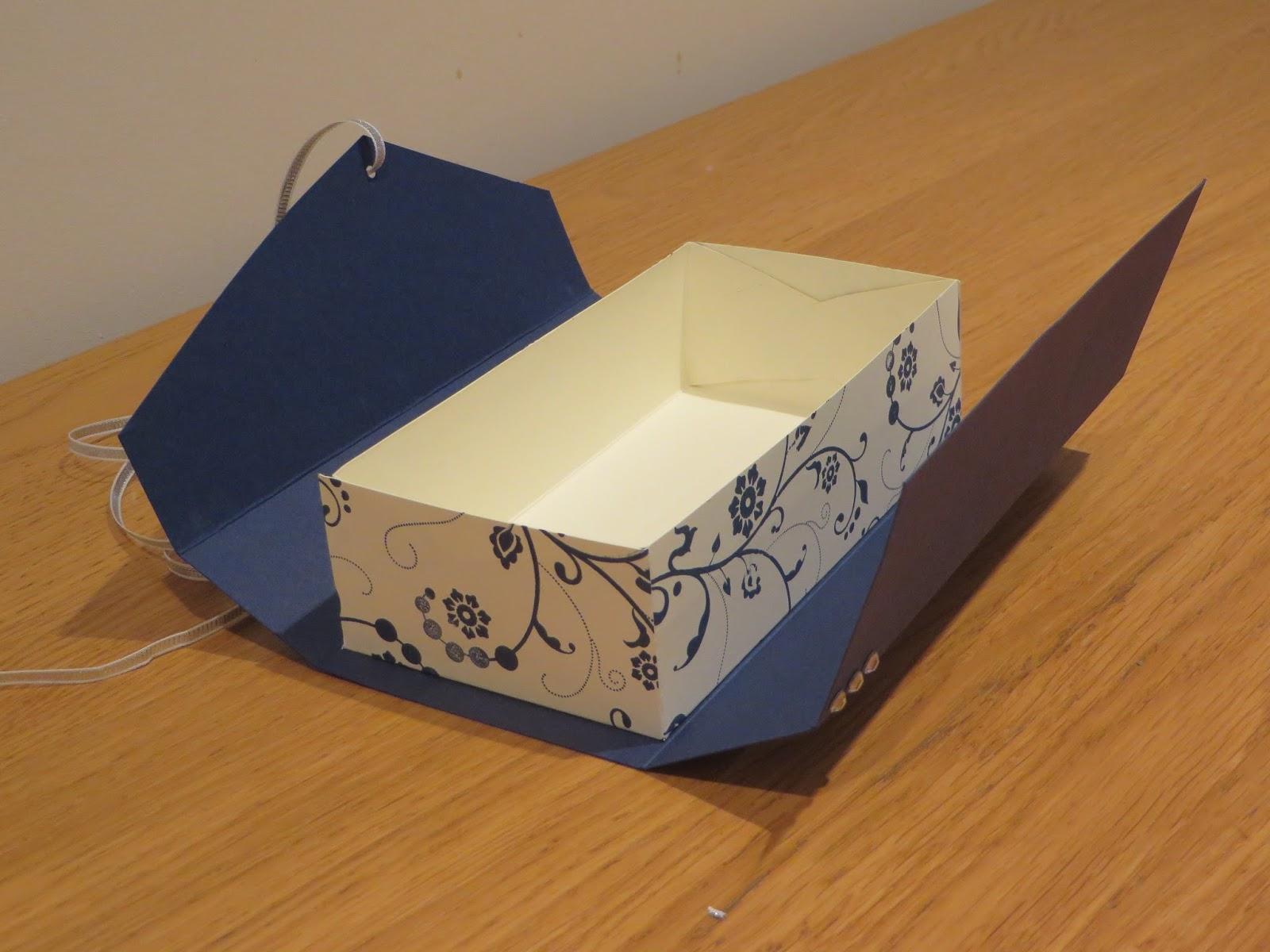 Craftycarolinecreates clutch bag gift box tutorial using for Box blueprint maker