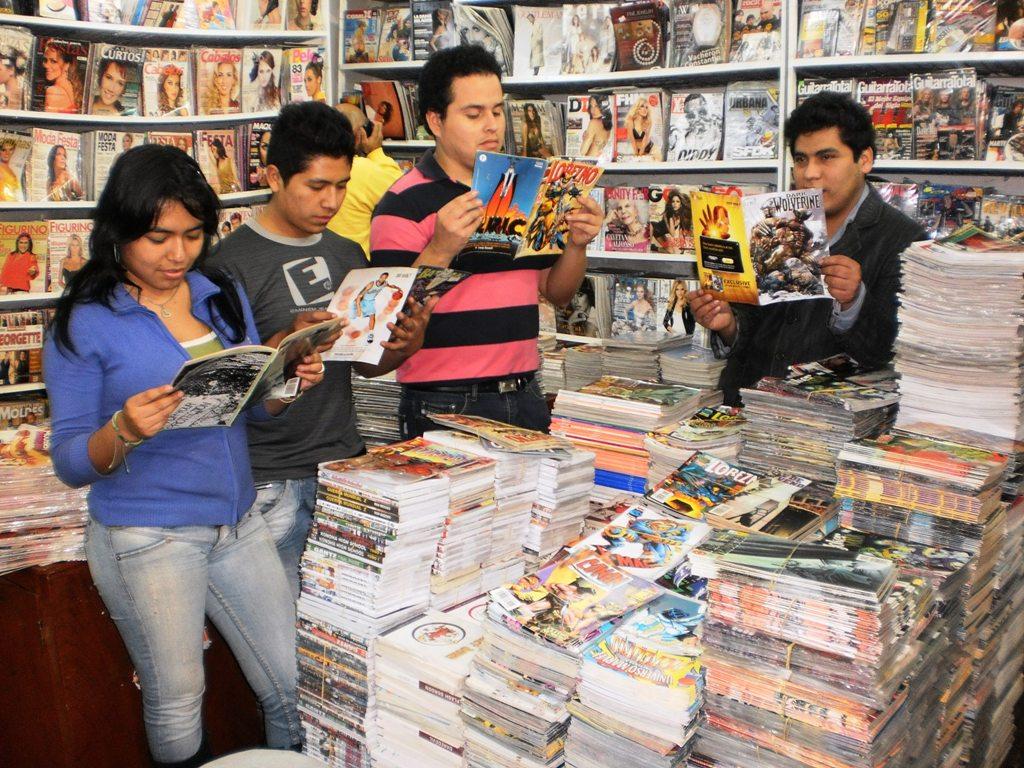 Una visita a la tienda de libros, revistas y cómics ''Hermanos
