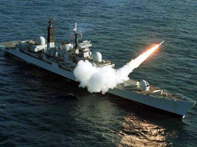 la proxima guerra portaaviones disparando misil