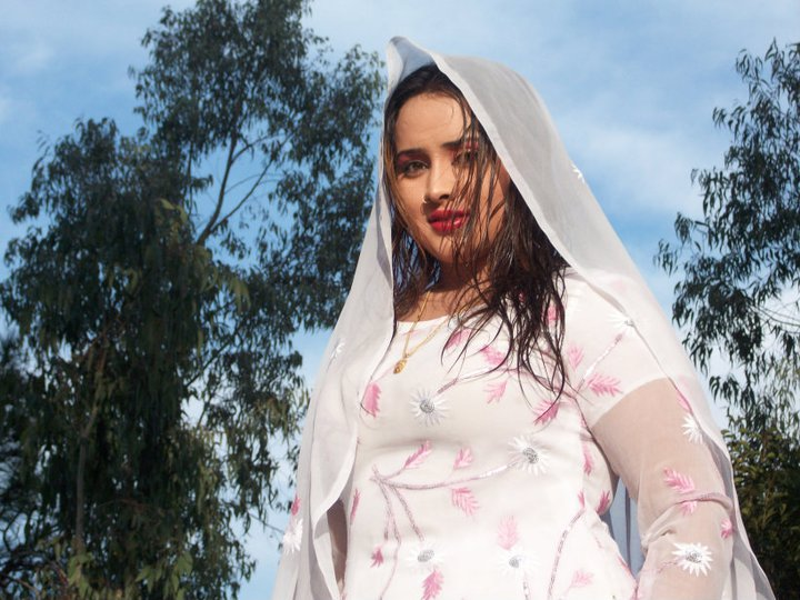 Pashto Drama Actress dancer and model Nadia gul cut pictures