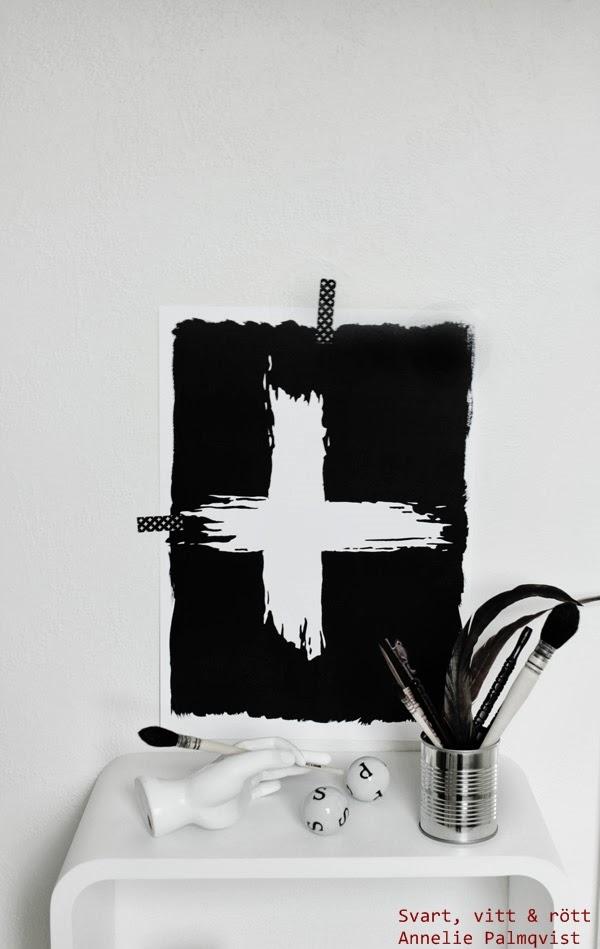 svartvita tavlor, svart och vitt, svarta, vita, tavlor för hall, vardagsrum, arbetsrum, kontor, tips present, presenttips, artprint, prints, printer, konst, art, konsttryck, annelie palmqvist, kors, illustration, vägg med tavlor, vitt