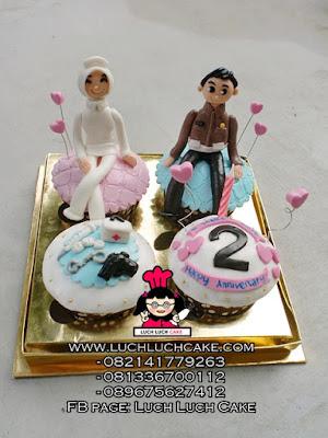 Cupcake Anniversary Polisi dan Bidan
