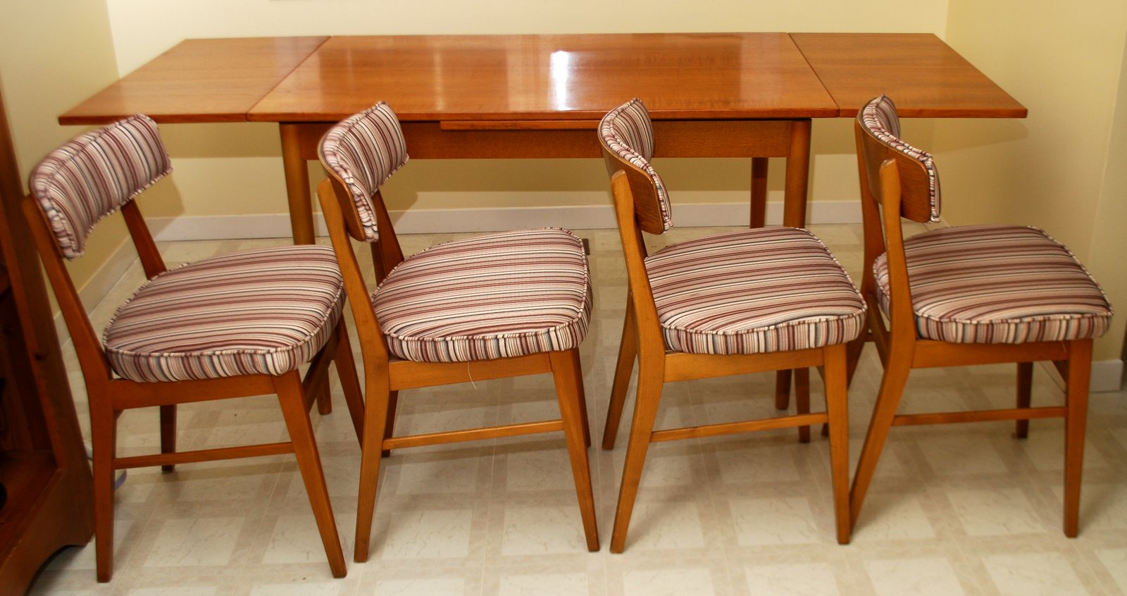 20th Decor Mid Century Modern Danish Teak Dining Table And Chairs