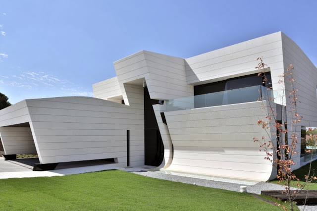 Beautiful Balcony House by A-cero