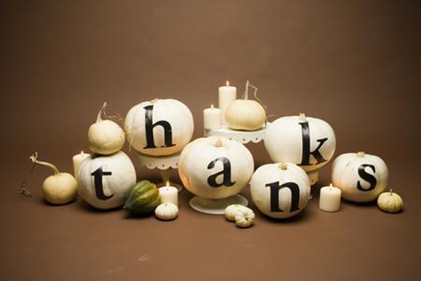 creative thanksgiving centerpiece, pumpkin centerpiece, black and white thanksgiving centerpiece