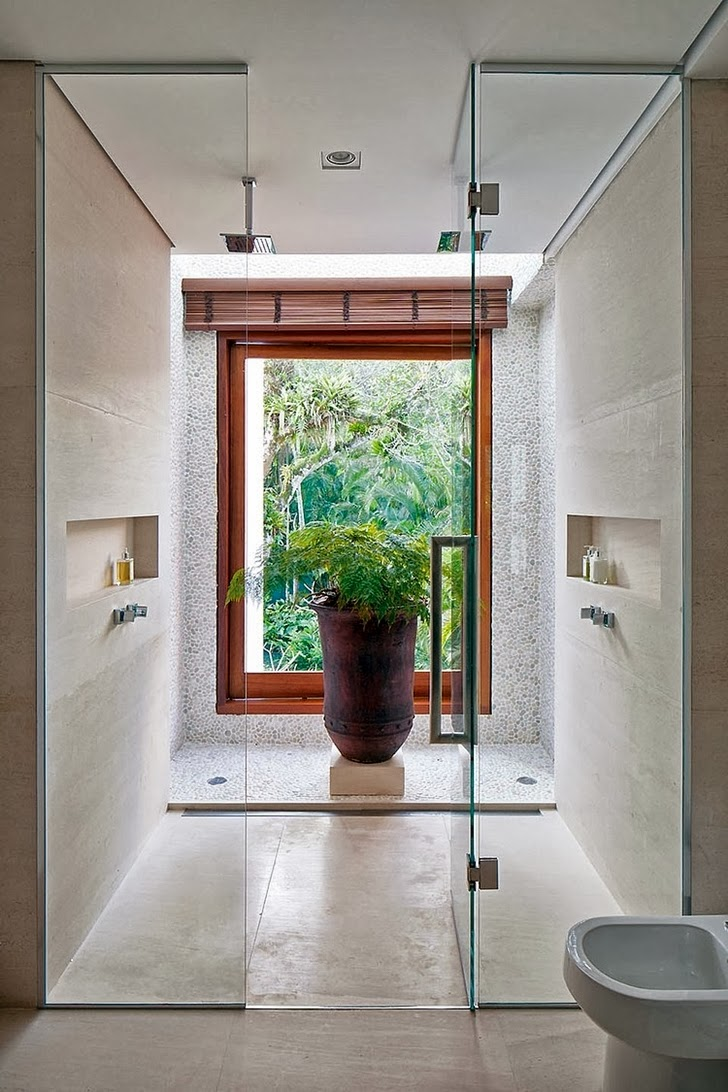 Shower in Contemporary Iporanga House by Patricia Bergantin Arquitetura