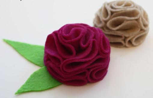 http://2.bp.blogspot.com/-slcZdpYMckU/UIWERoQJqjI/AAAAAAAABpg/zqsJo9Zs7u0/s1600/fleur+feutre.jpg