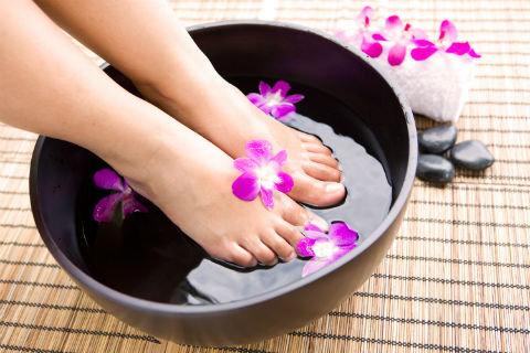 pés bonitos e relaxados