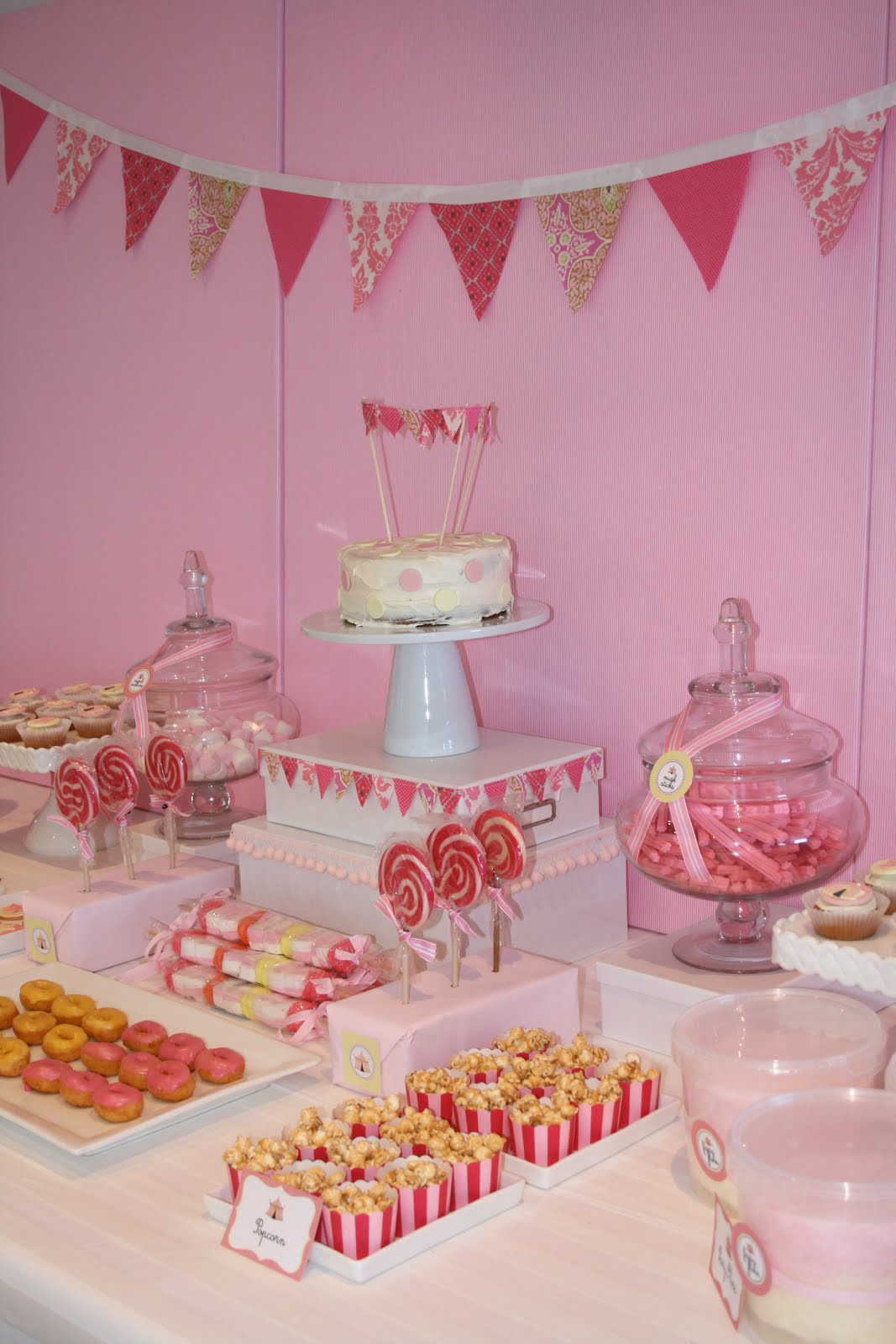 Sweet customers sienna 39 s vintage circus party the for Table design for debut