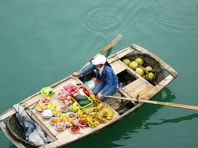 wet market on river in vietnam