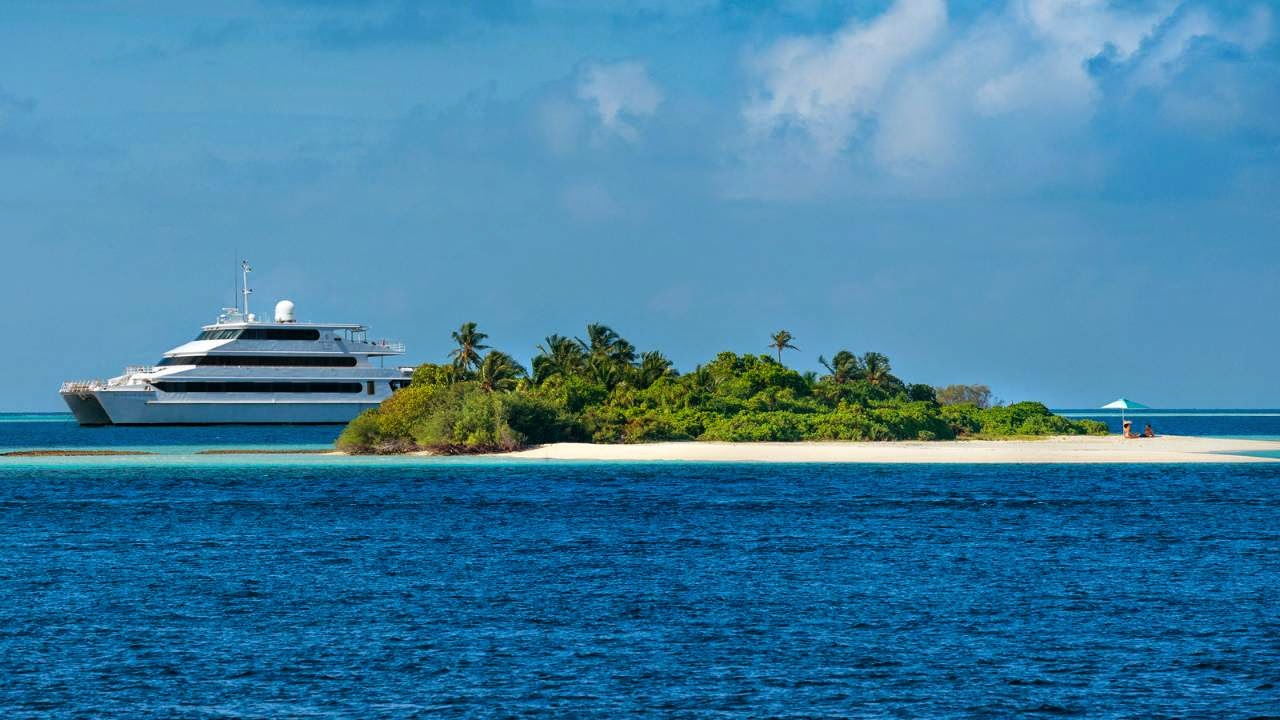 2015 Manta Trust expeditions aboard Four Seasons explorer