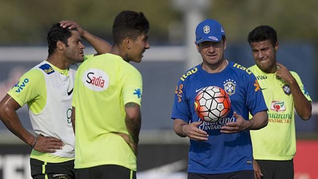 Já que Neymar não poderá jogar as duas primeiras rodadas das Eliminatórias, Dunga colocou o craque do Barcelona entre os reservas. No time titular, as novidades foram Hulk e o estreante no time nacional Lucas Lima