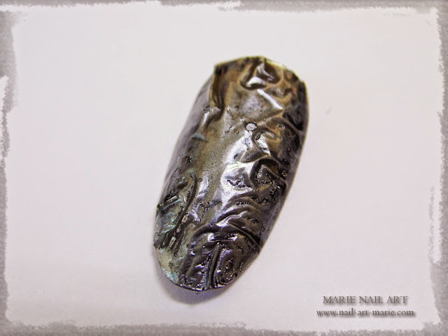 Nail Art effet métal froissé 3D1