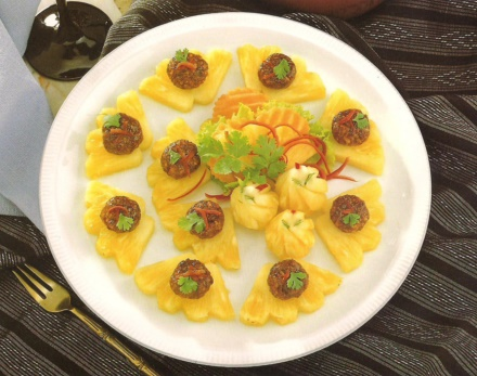 Easy snacks for parties -Pineapple canape' (Ma Hor)