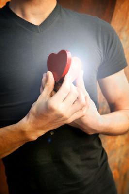 man-heart-gabecaby - love - نصائح للوصول إلى قلب الرجل