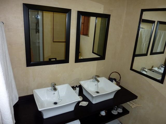 Scintillating inspiration for modern day bathroom design for Modern day bathrooms