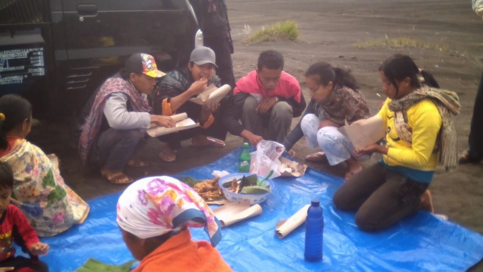 Acara makan bersama 'kauman' di Watu Dukun