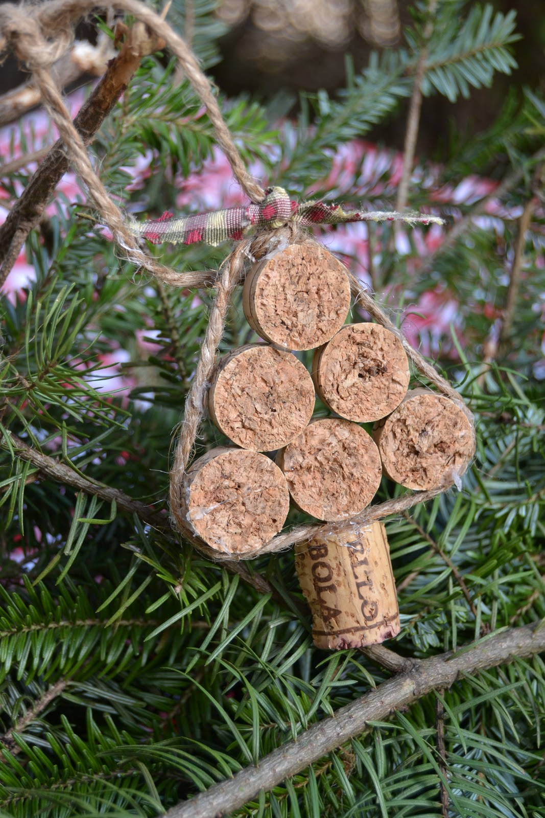 Ornaments made from wine corks - This Is Done With One Cork Cut In 6 Pieces And Another Cork Cut In Half Lengthwise And Then In Half Again For The Truck I Used About 16 Inches Of Jute