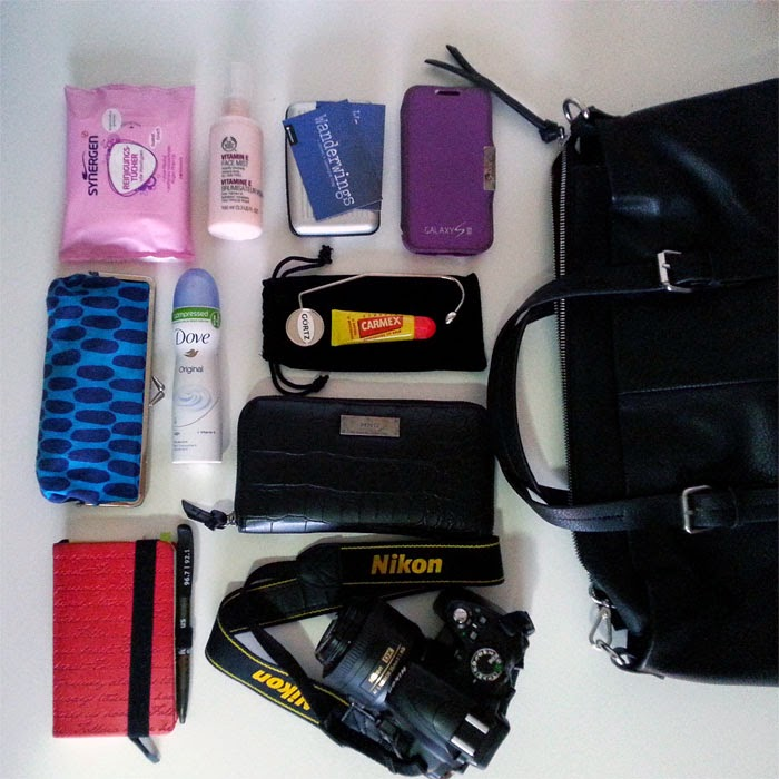 What's in my bag: travel essentials