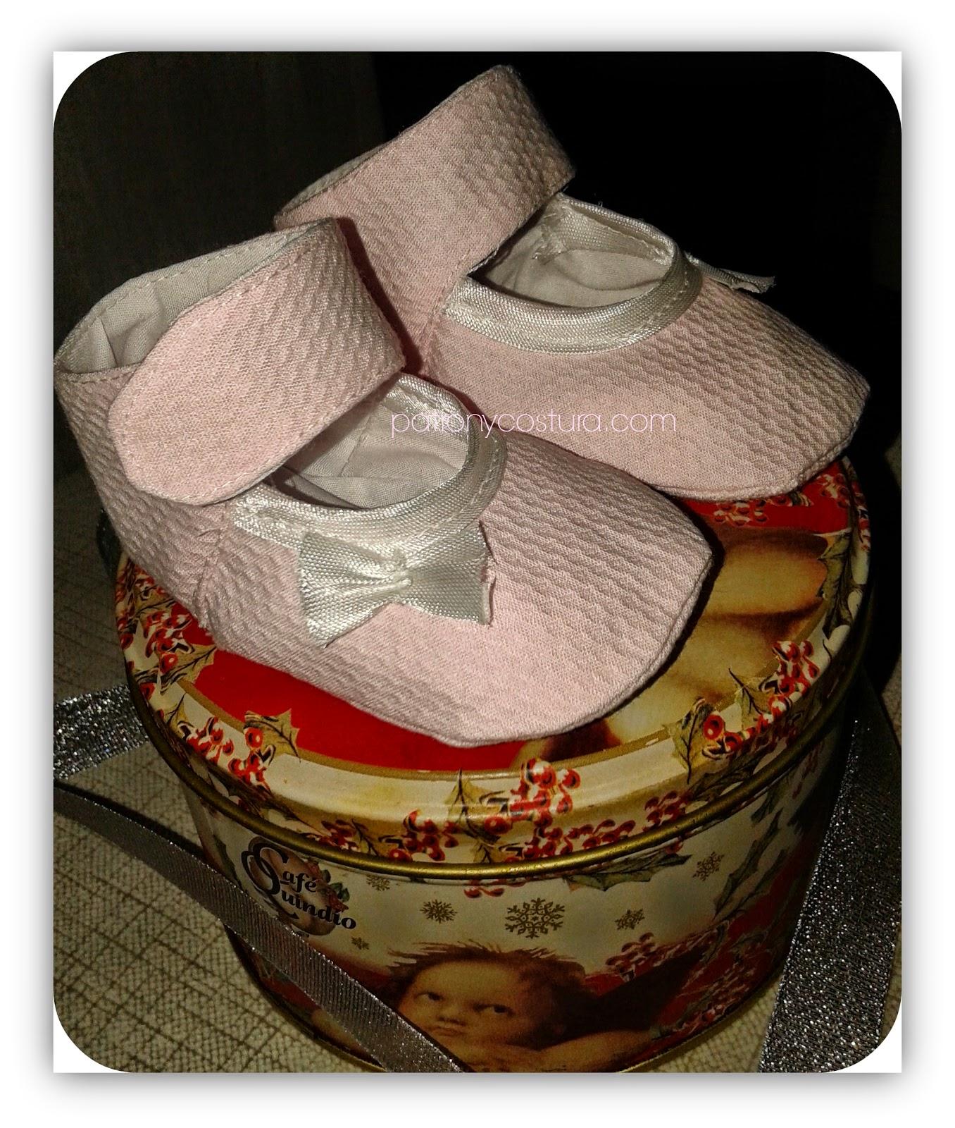 zapatos bebé con pulsera
