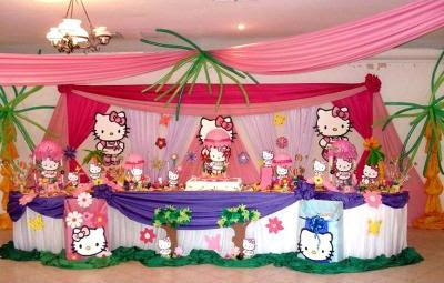 DECORACIÓN CON GLOBOS Y TELAS CON HELLO KITTY