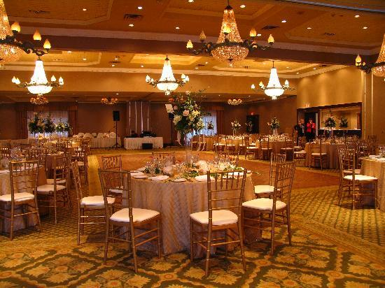 How To Decorate A Banquet Hall