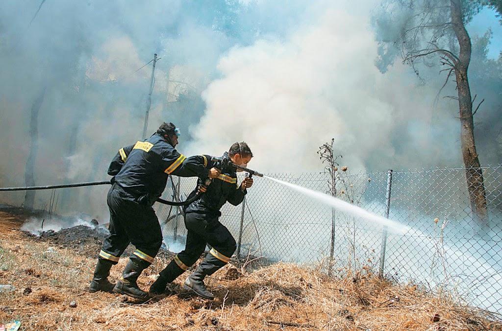 Μεγάλη πυρκαγιά στην Κρήτη – Εκκενώνονται οικισμοί (5.07.2014)