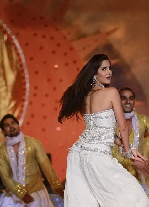 Kartina Kaif Performs In Bangladesh Pics