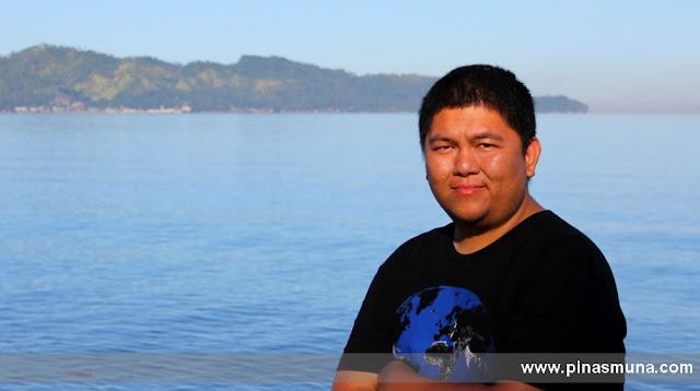 Ram of Pinas Muna enjoying the breeze by the bay of Dapitan