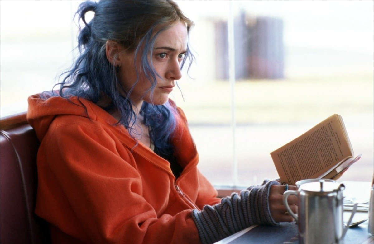 http://2.bp.blogspot.com/-socDe9cfHQQ/T_sySWzEL5I/AAAAAAAAEzg/87kJnHCmIl4/s1600/eternal-sunshine-of-the-spotless-mind-2004-39-g.jpg