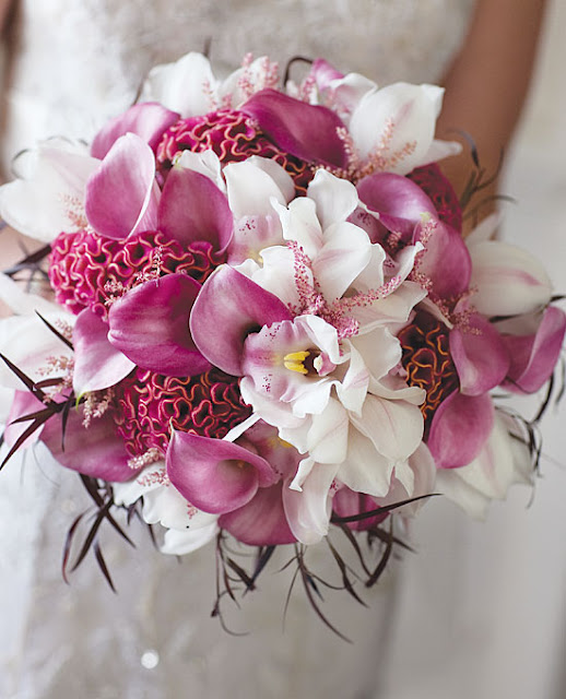 http://www.brides.com/images/2011_brideslocal/SS11/nat-local-wedding-bouquets/large/local-wedding-flower-bouquet-ideas-004.jpg