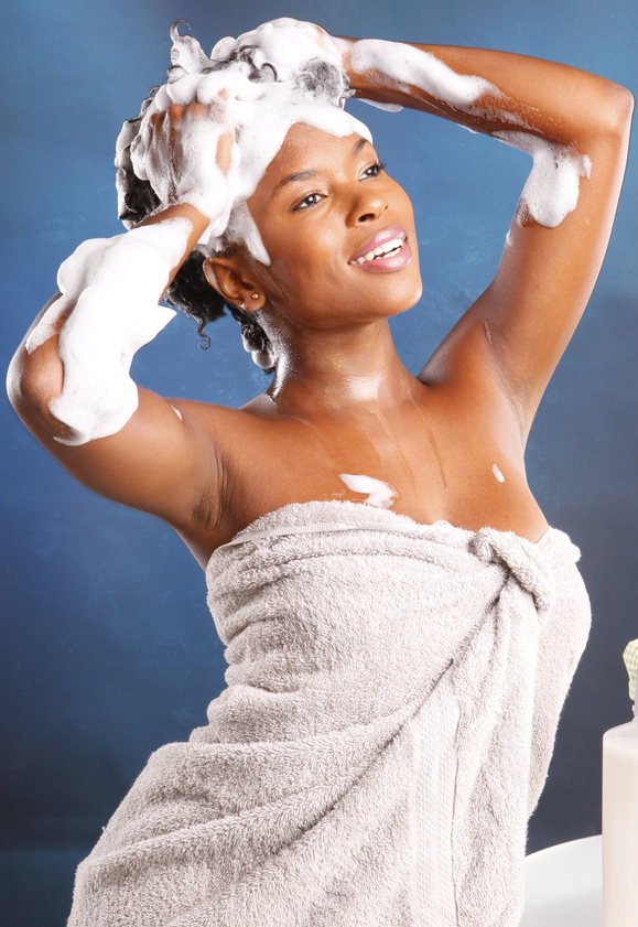 Le lavage des cheveux crépus   Lavage_cheveux