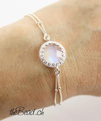 mondstein armband mit 925 sterling silber hübsch eingefasst und facettiert von theBead.ch