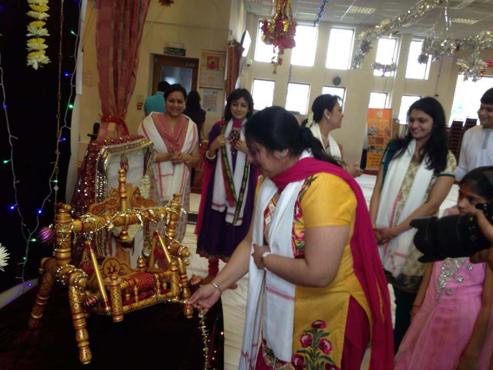 Aniruddha bapu london ram navmi celebrations for Baby palna decoration