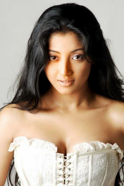 Chatrak Paoli Dam Bengali Actress Hot Sexy Photo Cleavage Paoli