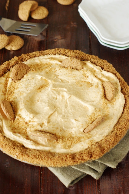 Creamy Pumpkin Mousse Pie with Gingersnap Crust  AD  www.thekitchenismyplayground.com